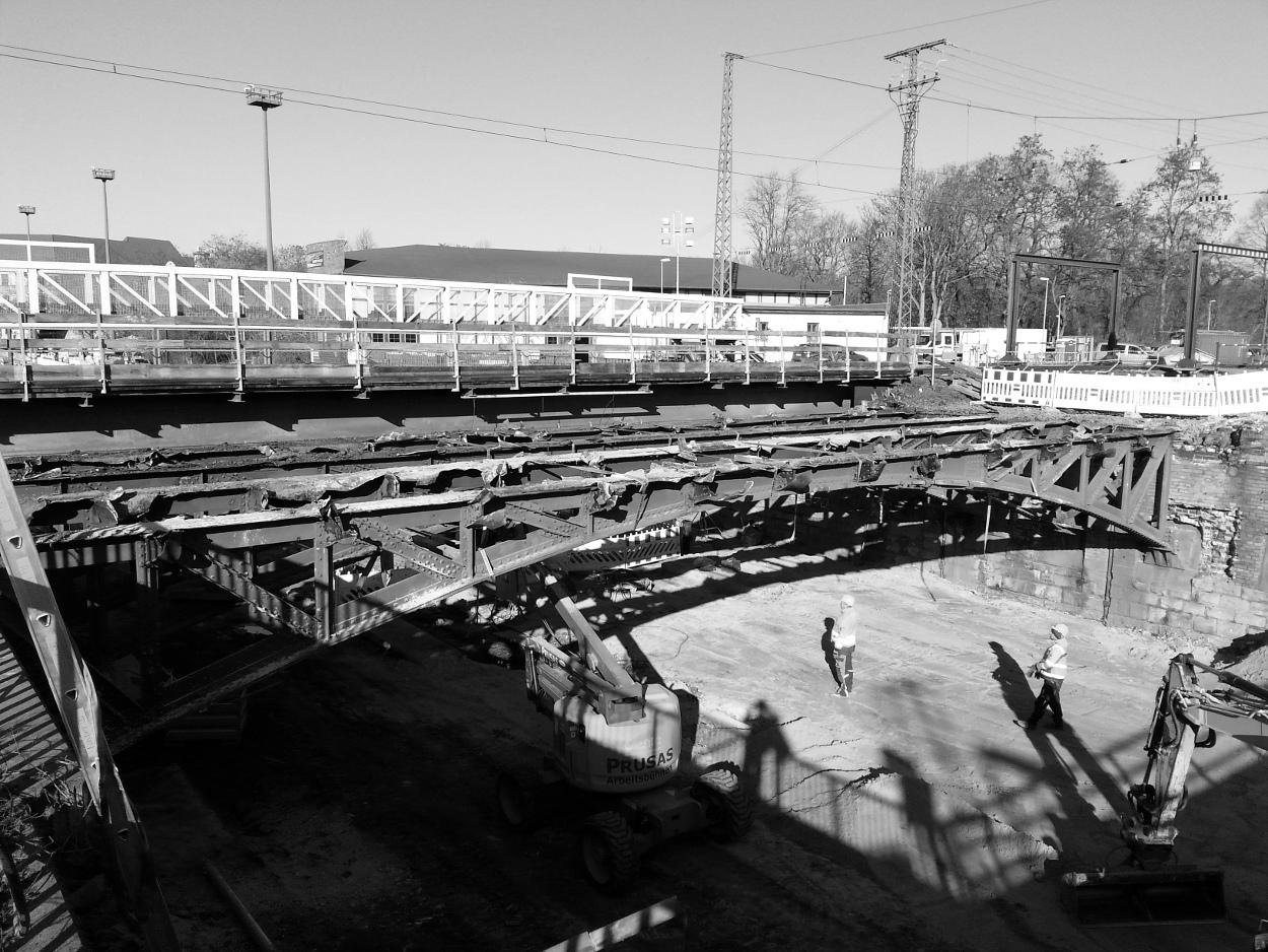 Abbruch der bisherigen Eisenbahnbrücken (2)