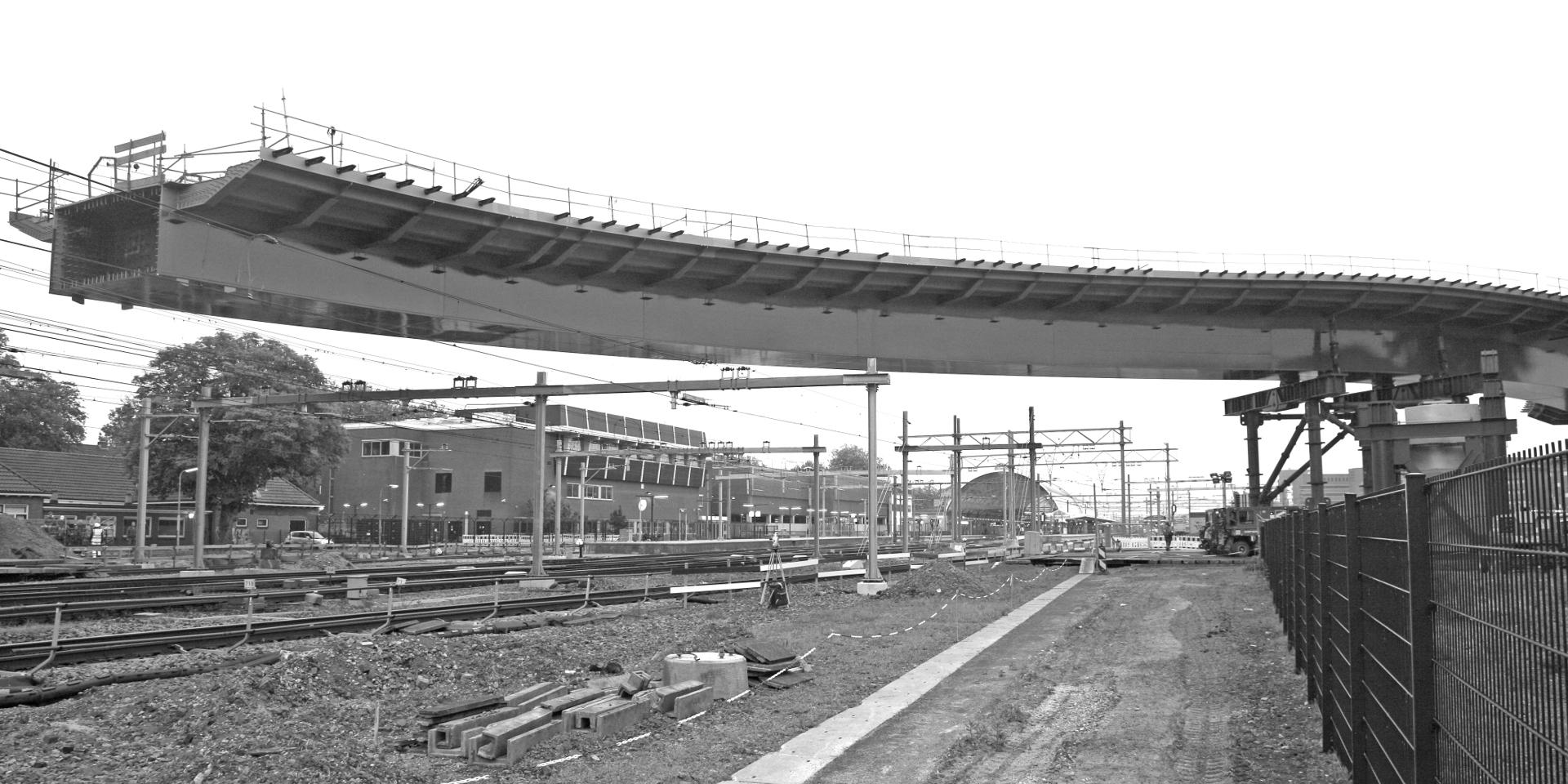 Neubau einer Straßenbrücke über den Bahnhof in Zwolle (NL) - Einfahren Phase 1
