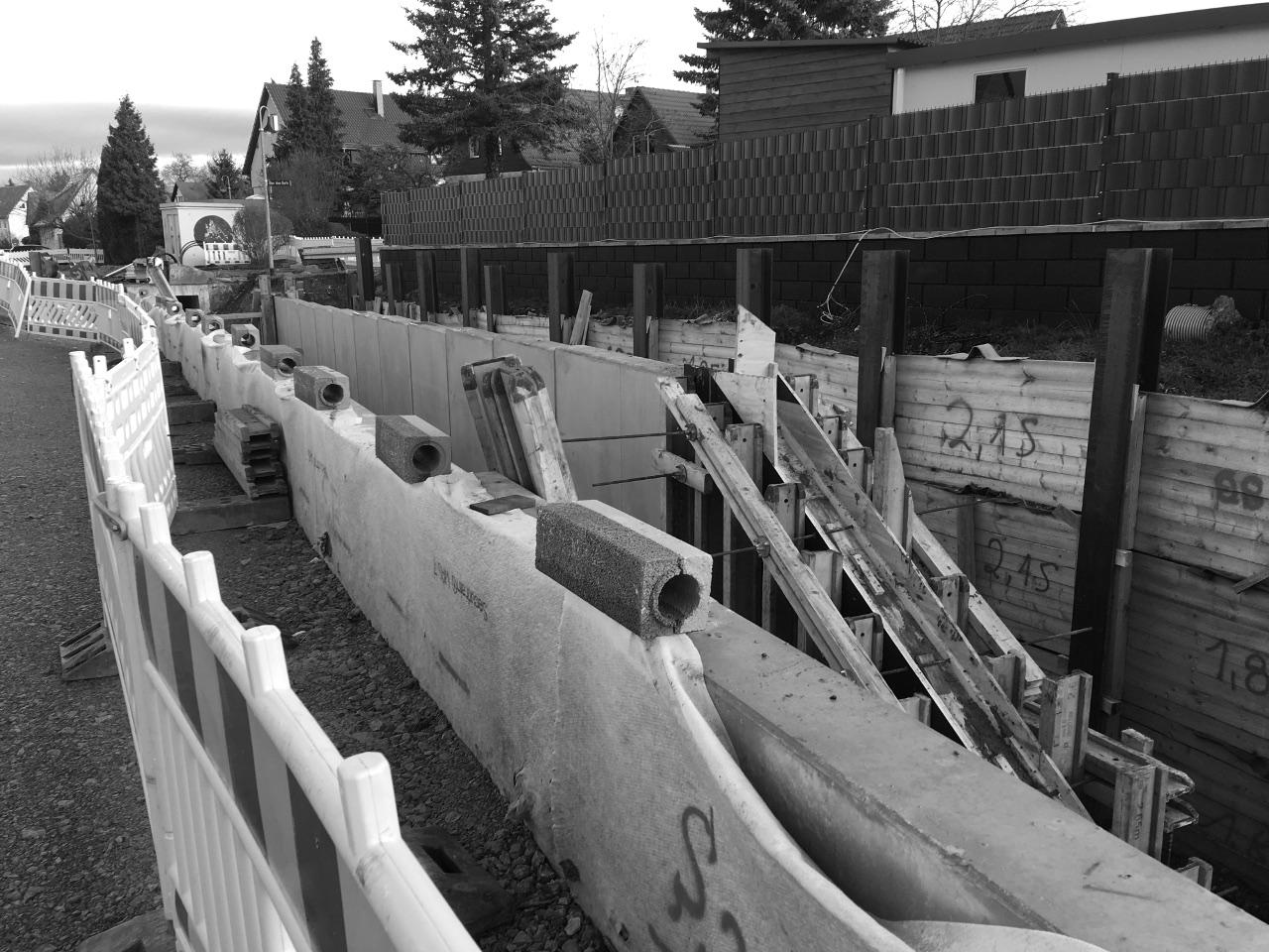 Ersatzneubau von Ufermauern, Durchlässen und Brücken zur Herstellung des Hochwasserschutzes in der Ortslage Niedernissa