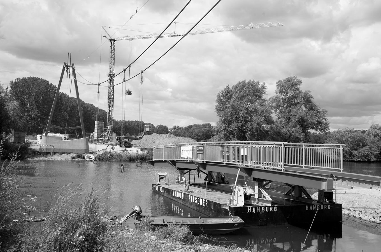 Fußgängerbrücke über die Saale zwischen Uichteritz und Leißling