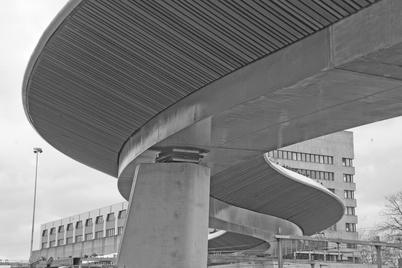 Neubau einer Straßenbrücke über den Bahnhof in Zwolle (NL) - Untersicht Stütze